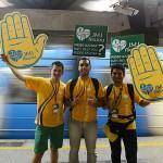 Aleksandro Gruzik (polonês), Cesar Henrique (brasileiro) e VItos (Italiano) na estação do metrô/Foto: Robson Siqueira-CN