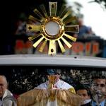 Fiéis caminham 4km com Jesus Eucarístico em Brasília