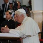 Papa saúda fiéis no Santuário da Virgem da Caridade do Cobre