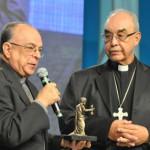 Cardeais e Núncio Apostólico recebem homenagem na Canção Nova