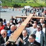 Cruz da Jornada visita Assembleia e é carregada por bispos