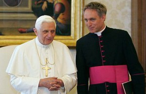Secretário de Bento XVI recorda renúncia