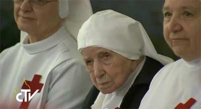 Religiosa mais idosa do mundo encontra-se com o Papa