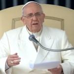 Padre deve servir a comunidade com amor, destaca Papa