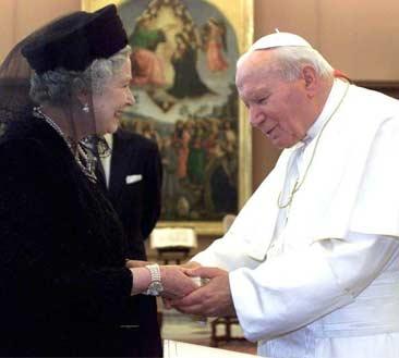 João Paulo II encontrou-se com a Rainha Elizabeth II em outubro de 2000