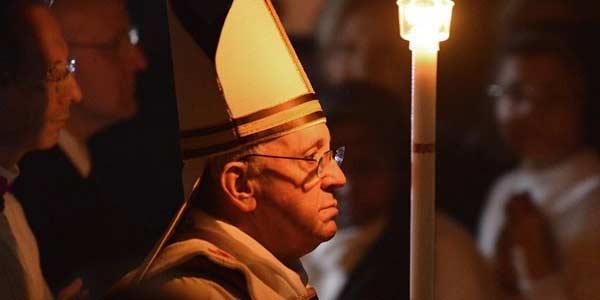 Neste sábado, Papa preside Missa da Vigília Pascal