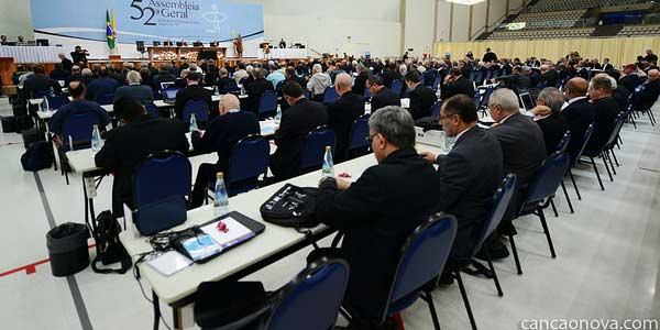 Em mensagem, bispos pedem bênção do Papa ao Brasil