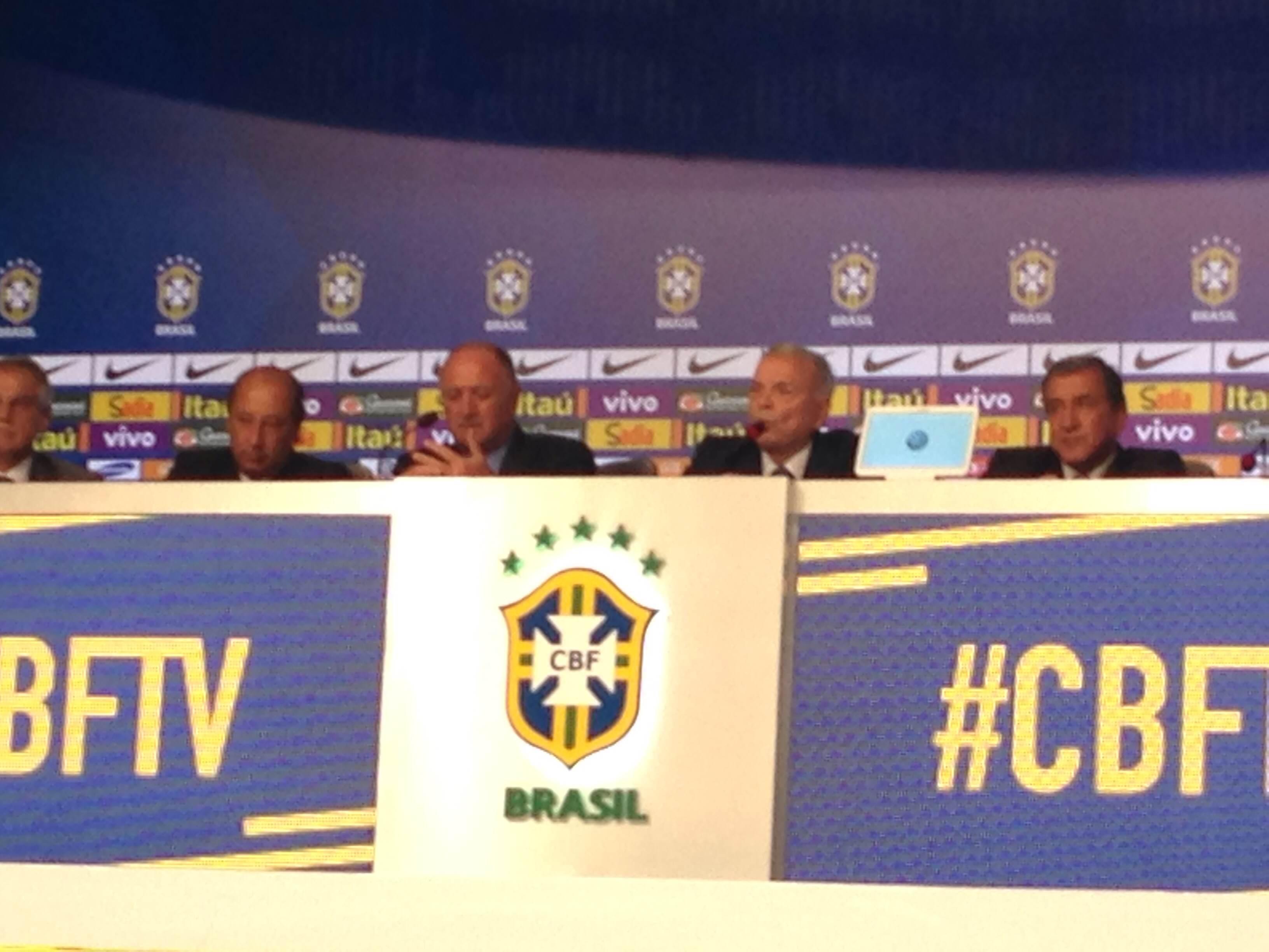 Felipão anuncia 23 convocados da seleção brasileira para Copa