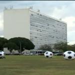 Protesto lembra mortos nas construções de estádios da Copa