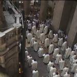 Cristãos celebram Corpus Christi no Santo Sepulcro, em Jerusalém