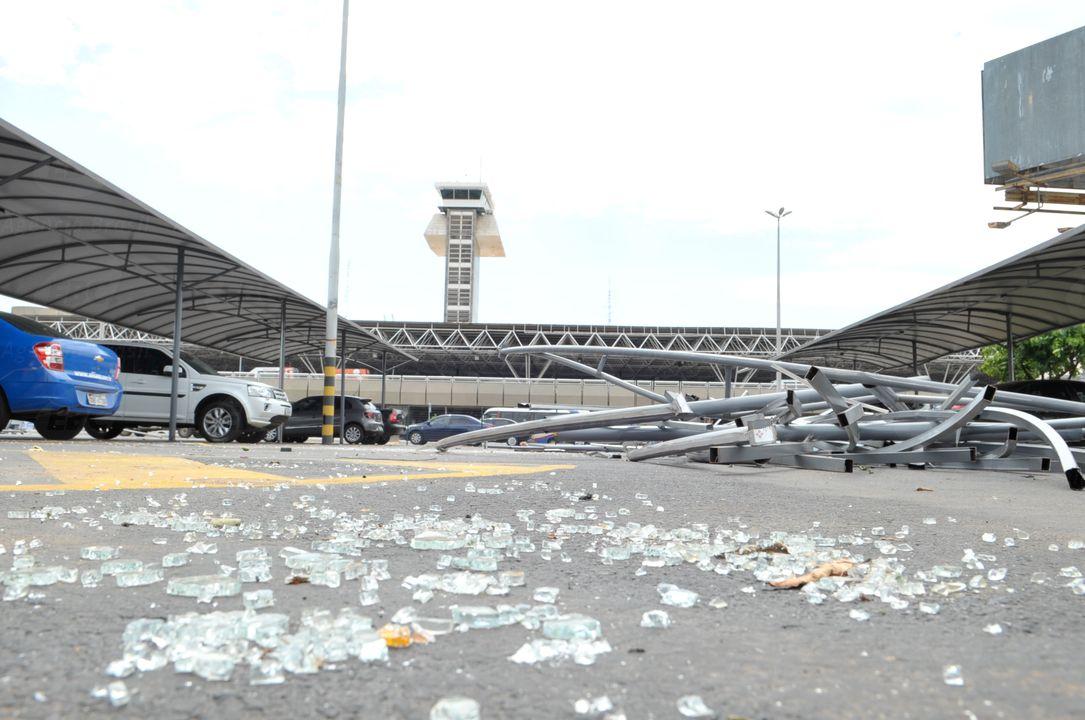 Passagem de tornado causa estragos no aeroporto de Brasília / Foto: Elza Fiuza - Agência Brasil