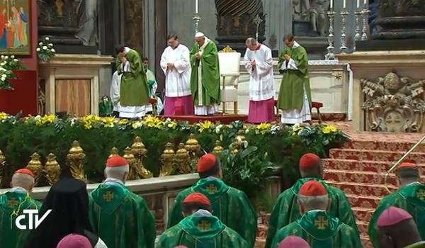 Bispos participam da Missa de abertura do Sínodo com o Papa / Foto: Reprodução CTV