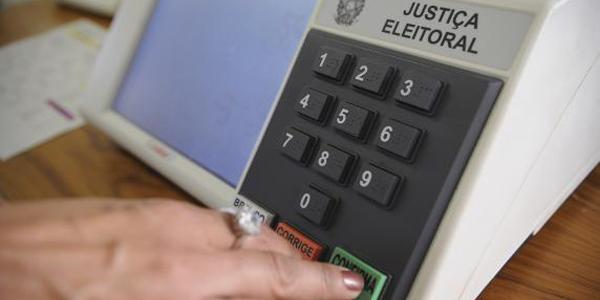 brasileiros vão às urnas