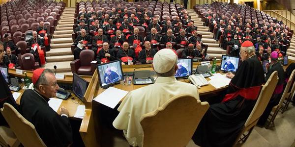 Papa, cardeais e patriarcas do Oriente reunidos em Consistório na Sala do Sínodo / Foto: L'Osservatore Romano