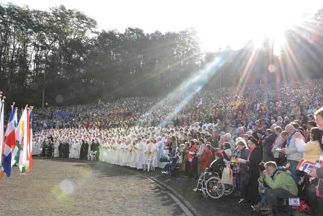 Bispos, padres, religiosos e religiosas, leigos e leigas participam de Missa / Foto: Movimento Internacional de Schoenstatt