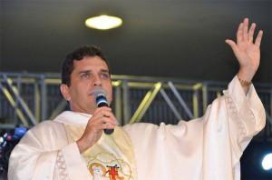 01/11 - Paróquia faz ação missionária em condomínios de luxo