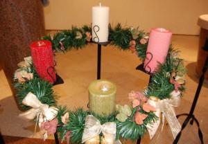 A coroa do Advento, que recebe uma vela a cada domingo antes do Natal / Foto: Arquivo