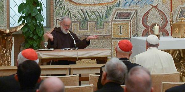 Frei Raniero Cantalamessa durante pregação para Cúria Romana / Foto: L'Osservatore Romano