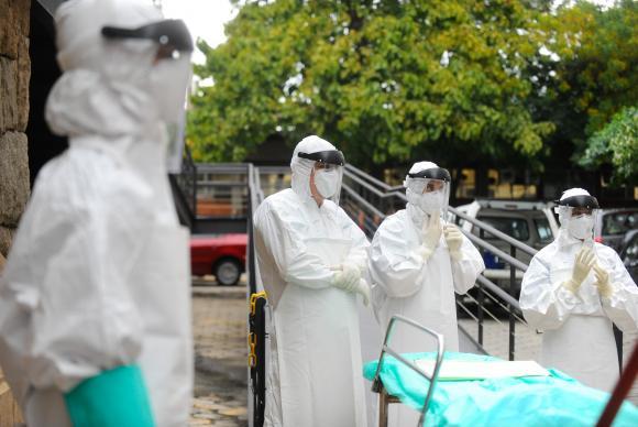 Até novembro de 2014 tinham-se verificado 15 mil casos de infecções na África Ocidental, com 5 mil mortes, destaca o documento / Foto: Tânia Rêgo - Agência Brasil