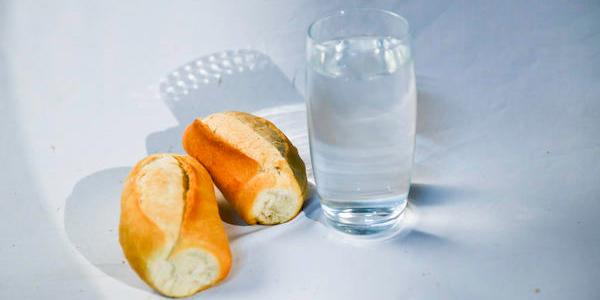 Pão e água é uma das formas indicadas pela Igreja para a prática do jejum / Foto: Wesley Almeida - CN