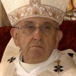Papa se encontra com pai de jovem que morreu nas Filipinas