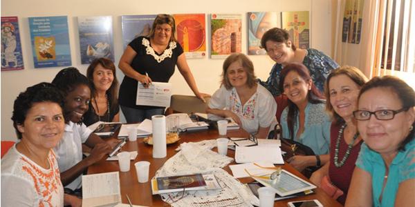 Mulheres preparam ato em defesa dos direitos femininos / Foto: Divulgação CRB