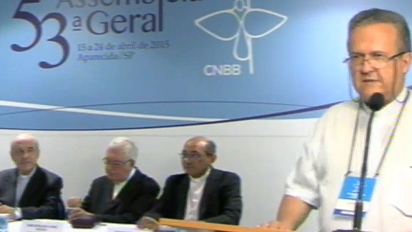 Dom Dimas (em pé); na bancada, DOm Murilo (esq.), Dom Geraldo e Dom Pedro / Foto: Reprodução A12