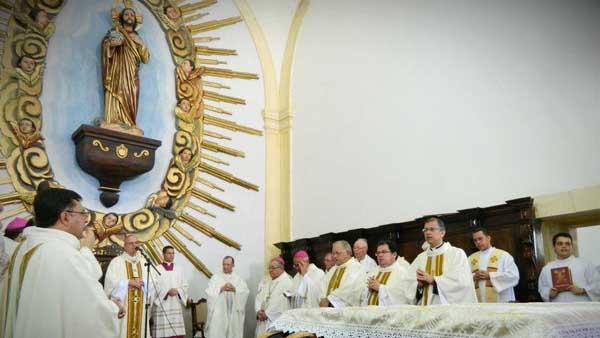 Dom Fernando Saburido preside Missa que abriu oficialmente processo de beatificação de Dom Hélder Câmara / Foto: Arquidiocese de Olinda e Recife