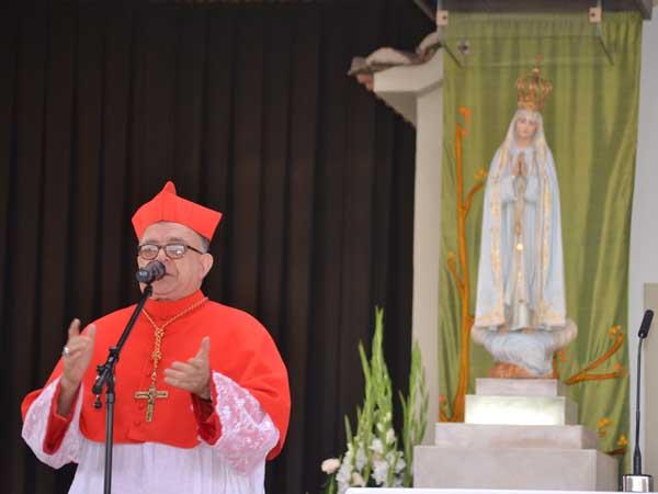 Cardeal Raymundo  Damasceno no Santuário de Fátima, onde a imagem de Nossa Senhora Aparecida foi entronizada / Foto: Carlos Eduardo - CN Portugal