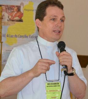 Padre Antônio Catelan fala das diretrizes atualizadas à luz dos ensinamentos de Francisco / Foto: Arquivo