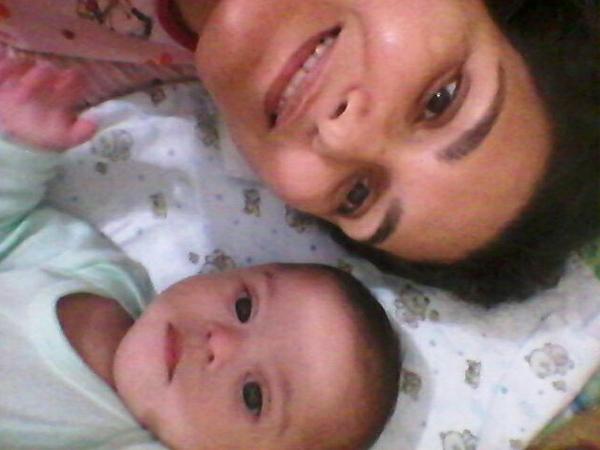 Zélia ao lado do seu filho Mateus: