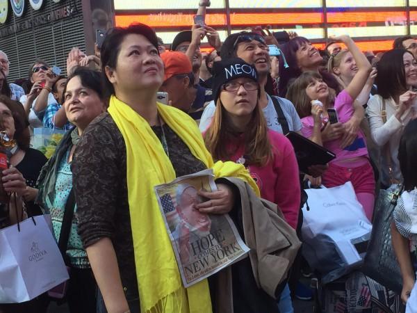 Na foto a chinesa Lisa Lee, residente em China Town - Foto: Rodrigo Luiz/noticias.cancaonova.com