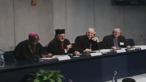 Da esquerda para a direita: Dom Palmer, Patriarca Younan, Cardeal Menichelli e padre Lombardi / Foto: Reprodução CTV