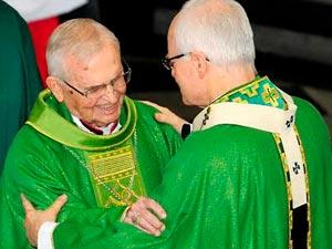Dom Evaristo Arns (esquerda) e Dom Odilo Sherer (direita) / Foto: Arquidiocese de São Paulo