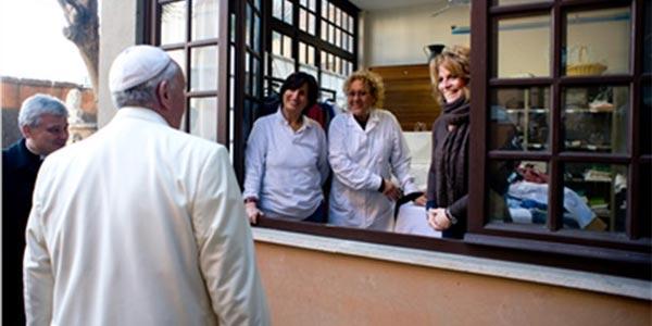 Papa visita Dispensário Santa Marta / Foto: L'Osservatore Romano