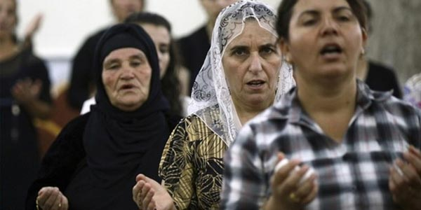 Cristãos iraquianos em oração/ Foto: Rádio Vaticano
