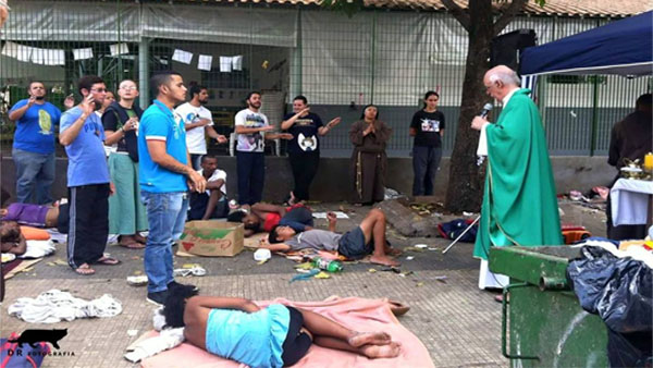Em SP, voluntários celebrarão o Natal com moradores de rua