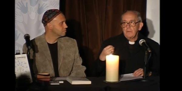 Rabino Sérgio Bergman e o então cardeal Jorge Mário Bergoglio / Foto: Reprodução YouTube