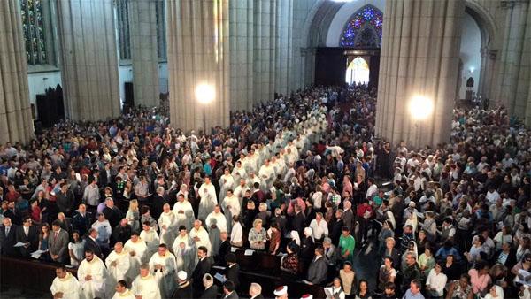 Com Missa, paulistanos comemoram aniversário de São Paulo