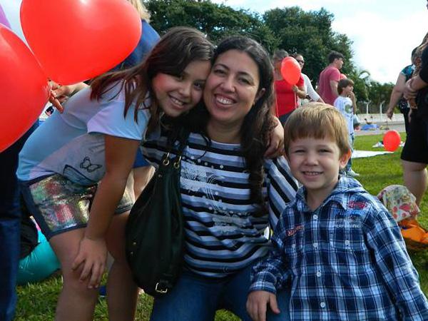 Juliana e os filhos, Isadora e Ítalo / Foto: Arquivo pessoal