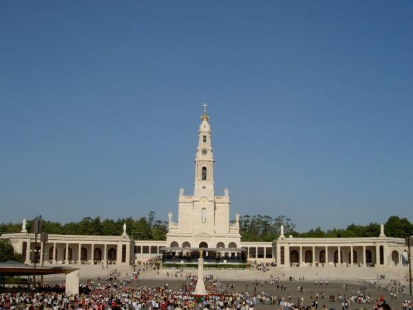 Basílica de Nossa Senhora do Rosário localiza-se no centro do Santuário de Fátima / Foto: Santuário de Fátima