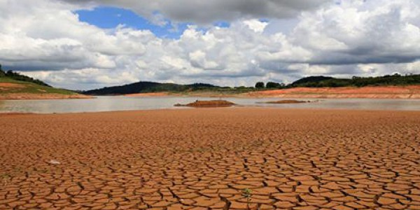 Brasil vive crise hídrica, apesar de deter 12% da água doce do planeta. Foto: Agência Brasil