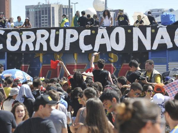 Brasileiros se manifestam contra a corrupção no Brasil / Foto: Reprodução Agência Brasil