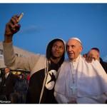 Refugiados são pontes que unem povos distantes, diz Papa