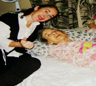 Lira Cecília cuida há 11 anos de sua mãe Aracy./ Foto: Arquivo Pessoal
