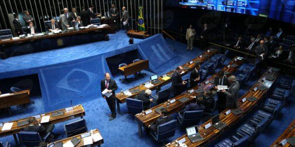 Brasília - Presidente do Senado, Renan Calheiros, na sessão para discutir e votar o parecer do Conselho de Ética que pede a cassação do mandato do senador Delcídio do Amaral (Fabio Rodrigues Pozzebom/Agência Brasil)