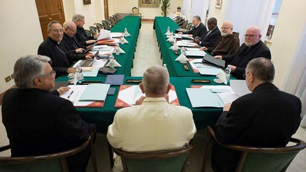Papa reunido com cardeais / Foto: L'Osservatore Romano