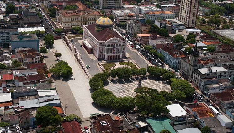 Vista aérea de Manaus com o Teatro Amazonas /  Foto: David Rego Jr. - Divulgação Embratur
