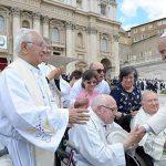 Sexta da misericórdia: Papa visita padres idosos e doentes
