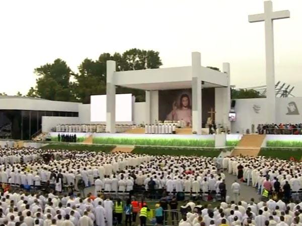 Missa dá início à JMJ 2016, com mais de 200 mil jovens